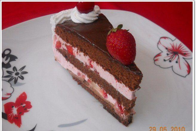 Retete Culinare - Tort de ciocolata cu capsuni