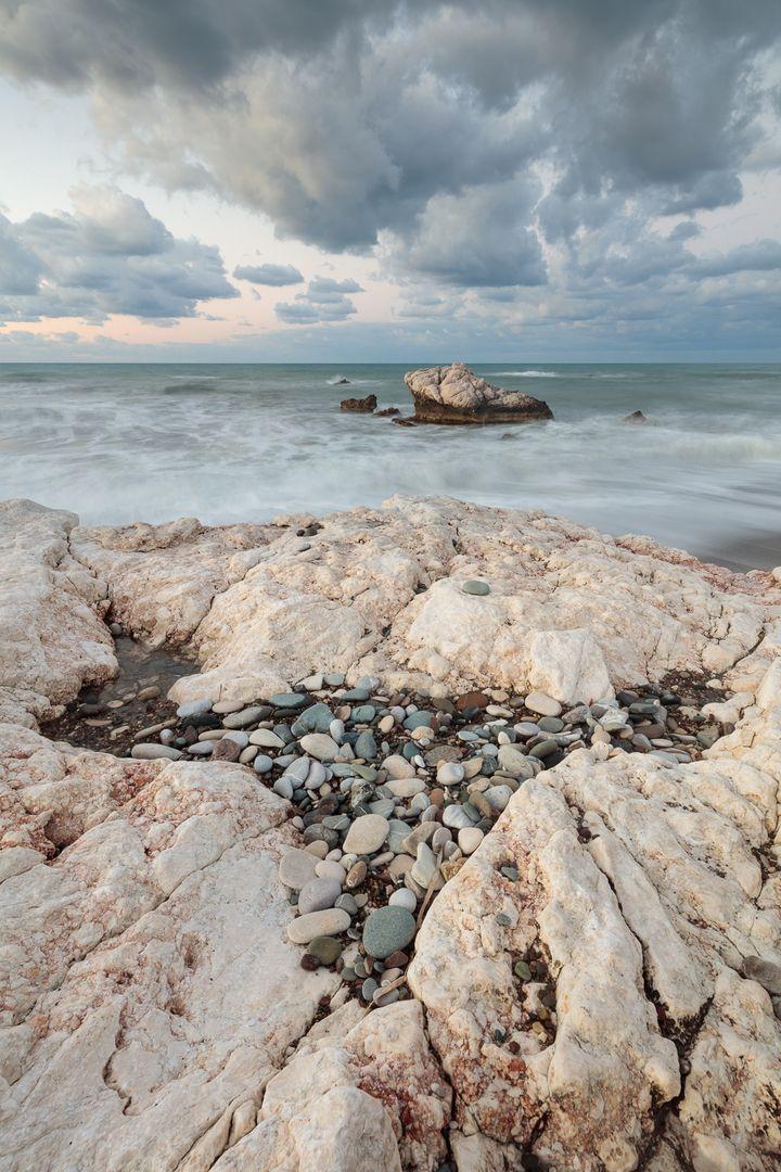Кипр, пляж Афродиты  В данный момент, совместно с Валерием Романовым @rvs2004, готовим статью о нашей поездке на зимний Кипр. Так как полностью погружен в разбор фотографий из поездки, в ощущения и впечатления, пытаясь изложить это в связном рассказе, то на какое-то время принял решение публиковать фотографии по этой теме. Еще не знаю, войдут ли они в итоговую статью, но покажу здесь.  #discoverearth #earthpix #beautifulplanett #beyondamazing #wonderful_places #worldshotz #bestintravel…