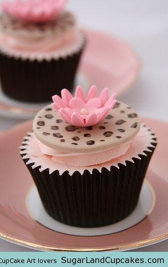 Leopard skin cupcakes #cupcakes #cupcakeideas #cupcakerecipes #food #yummy #sweet #delicious #cupcake