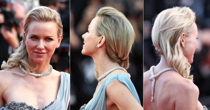 Naomi Watts apostou em um penteado lateral com os fios semipresos, mas bastante modelados. Para garantir que os cabelos não irão se soltar a...