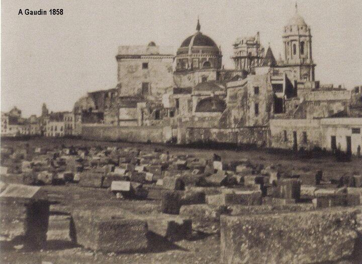 Foto de las mas antiguas de #Cadiz, porque esa torre de la catedral se terminó de construir en 1862 @PaisajeHistoria