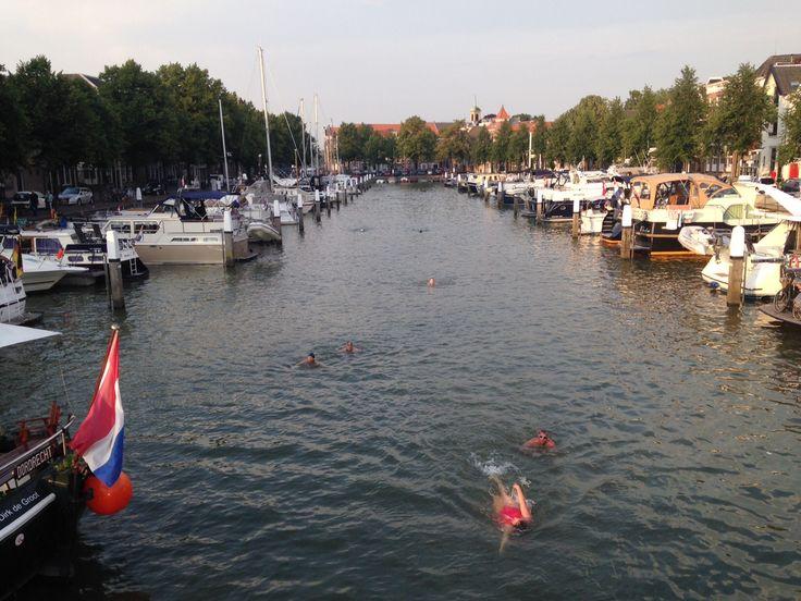 Er wordt al volop geoefend in de historische havens voor de City Swim Dordrecht op 29 augustus :-) (Foto: Jarko De Witte van Leeuwen) www.onswaterindordrecht.nl