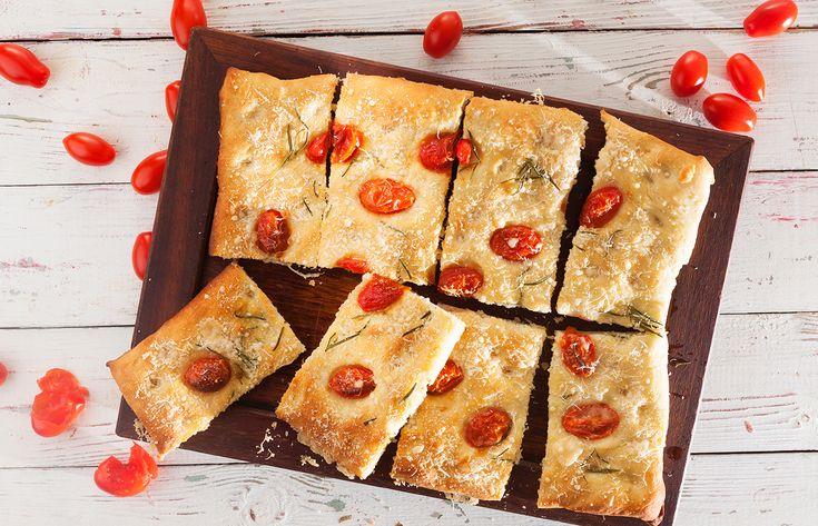 Πίτα με πατάτα, δεντρολίβανο και τοματίνια