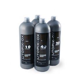 UTOPIK-OX 30V 900ml Το συγκεκριμένο οξυζενέ έχει παρασκευαστεί έτσι ώστε να επιτρέπει την καλύτερη εισχώρηση των χρωστικών της βαφής UTOPIK στην τρίχα.   Όταν αναμιγνύεται με την βαφή δημιουργεί μία πλούσια κρέμα που διευκολύνει την εφαρμογή του μίγματος στα μαλλιά. Περιέχει εκχυλίσματα ηλιοτρόπιου που ενυδατώνουν τα μαλλιά και προσφέρουν προστασία απέναντι στις βλαβερές ακτίνες του ήλιου.ΑΝΑΛΥΤΙΚΑ στο www.femme-fatale.gr.Τιμή €6.50