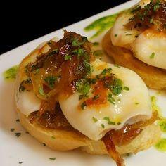 Esta receta de pintxo de chipirones es una de las tradiciones más directas de la cocina vasca, que ahora se reinventa para ofrecer nuevas versiones.