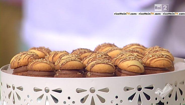"""""""Detto Fatto"""": la ricetta dei frollini bicolore ripieni di cioccolato all'arancia del 2 marzo 2015."""