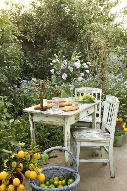 *Come sit, break some bread, have some wine, it's a wonderful day.: Secret Gardens, Tables For Two, Lunches, Summer Picnics, Shabby Chic, Modern Gardens Design, Gardens Dining, Gardens Tables, Outdoor Spaces