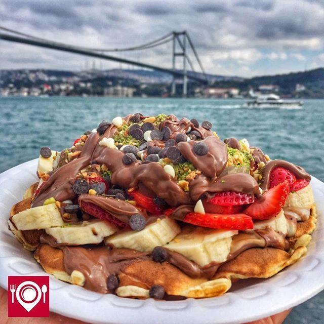 Çilekli Muzlu Nutellalı Waffle - Ortaköy Waffle /  İstanbul ( Ortaköy - No : 15 )  Çalışma Saatleri 09:00-04:00  15 TL   Alkolsüz Mekan   Paket Servis Yok Sodexo, Multinet, Ticket Yok  Vale Parking Yok Daha fazlası için Snapchat : yemekneredeynr takip et... ▫ @cikolataduragi