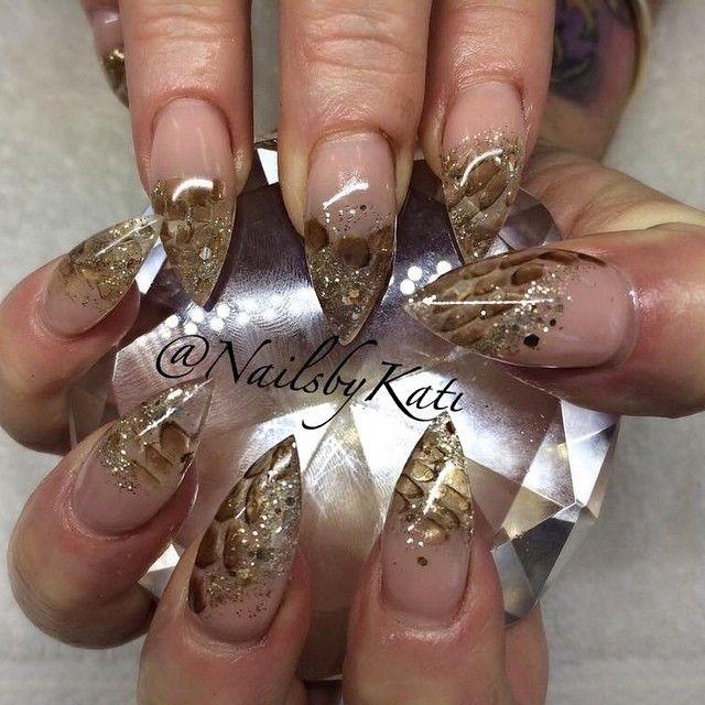 #nailsbykati #gelnails #realsnakeskin #snakeskin #stilettonails @youngnailsaustralia these are real snake skin nails @schweizerfitness