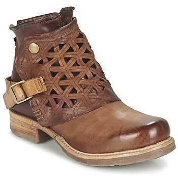 Sucumbimos ante la bota urbana Saint, imaginada para nosotras por la marca Airstep / A.S.98. Una de as primeras cosas que nos llaman la atención de ellas, es su corte en . Esconde un forro en cuero así como una suela de sintético. No es que nos guste... ¡es que nos encanta! - Color : Marrón - Zapatos Mujer 177,70 €