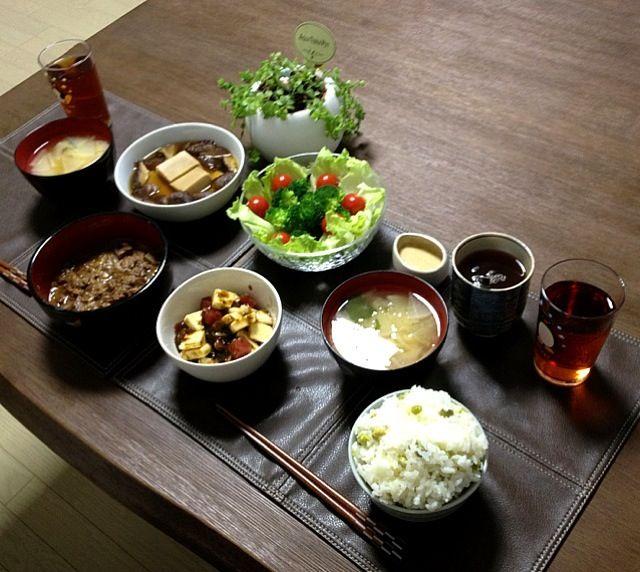 グリンピースって、サヤから出す時が楽しい!なんか可愛くて!(*^o^*) - 18件のもぐもぐ - 鮪と長芋の海苔和え、牛すじコン土手煮、高野豆腐の椎茸煮、ブロッコリーサラダ、大根のお味噌汁、豆ご飯、菊芋茶 by pentarou