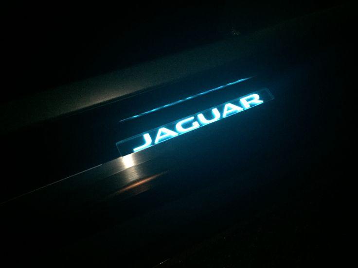 Auch im Dunkeln setzt der Jag F Zeichen.