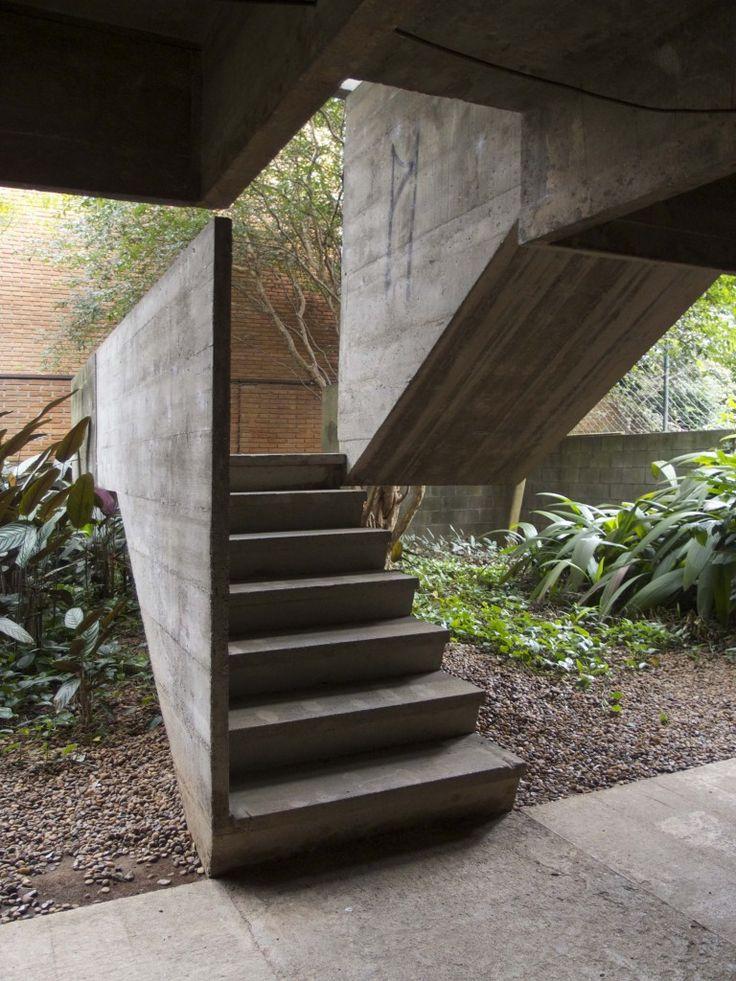 Image on Archisquare • Architettura Design Blog  http://www.archisquare.it/paulo-mendes-da-rocha-casa-butanta-san-paolo/