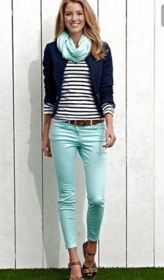 15 stylische Sommeroutfits mit marineblauem Blazer zum Tragen bei der Arbeit