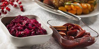Pekonikuutioita ja punakaali-glögiomenaa jouluiseen tunnelmaan. Hyvä ruoka, parempi mieli.