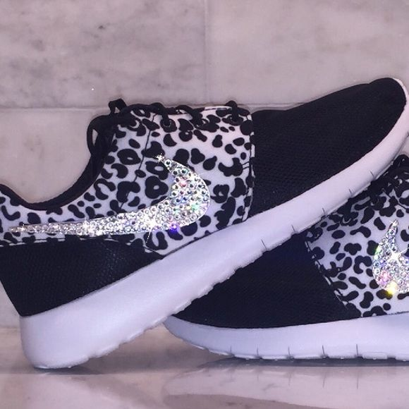 Crystal Nike Roshe Leopard Bling Swarovski *Note that these Nike's are manufactured in Girls Grade School Size 5.0 youth. Subtract 1.5 from your normal women's size to get your size in Girl's. Ex: Women's 6.5 = Girls 5.0 youth   Don't be misled by others
