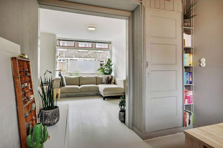 1000 idee n over woonkamer boekenplanken op pinterest for Interieur 60er jaren