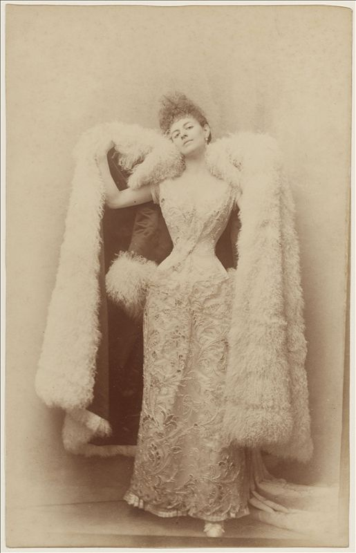 La comtesse Greffulhe en robe de bal par Otto   Palais Galliera   Musée de la mode de la Ville de Paris