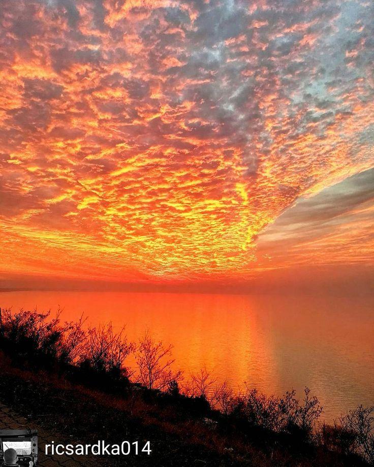 @Regrann from @ricsardka014 -  #fire #sundown #sun #sunday #huaweip8 #huawei #myhuawei #myphotos #my #mylove #balaton #lake #like #like4 #like4like #likeforlike www.nr86.hu - #regrann