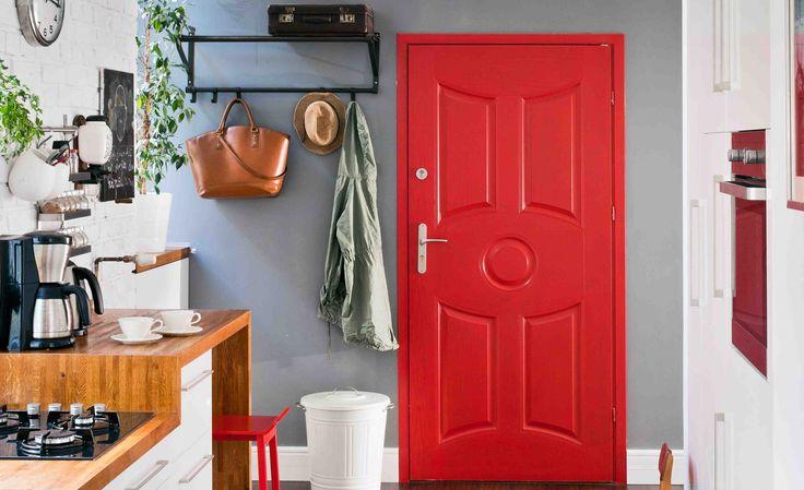 <p>W <strong>zrób to sam</strong> podpowiedzi <strong>jak odnowić drzwi.</strong> Oto 7 sposobów na renowacje drzwi w bloku. Zobacz jak odnowić stare drzwi. Udowodnimy, że z każdych drzwi można zrobić ładny element wystroju mieszkania. Odnawianie drzwi - zrób to sam.</p>
