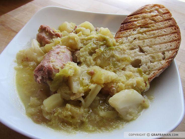 Zuppa di verze e patate con bocconcini di salsiccia