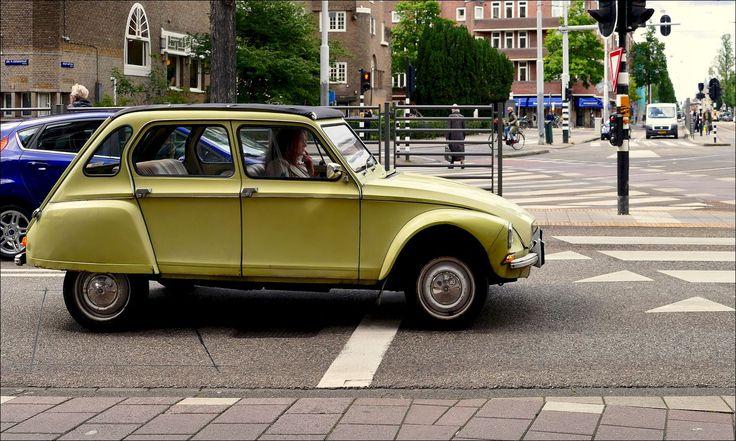 Een Citroën Dyane op het Roelof Hartplein in Amsterdam - 22 juni 2015