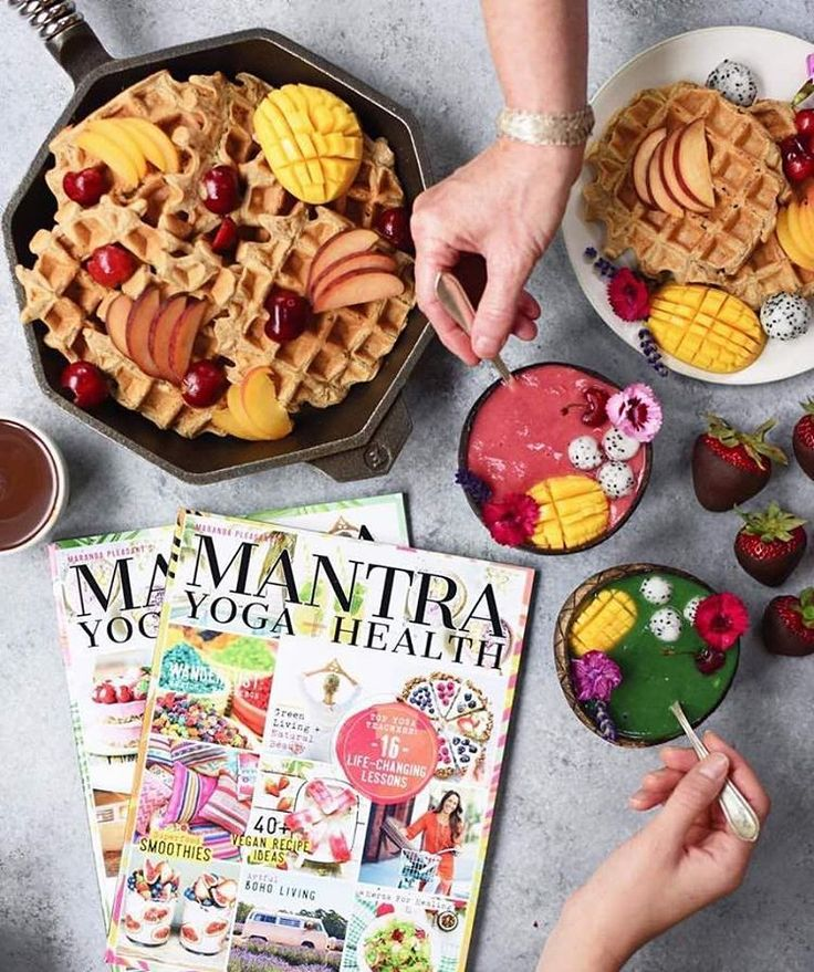 Finally a vegan, yoga + wellness mag @mantramagazine, packed with vegan recipes, herbs for healing, superfood smoothies and cruelty-free beauty. Now on stands nationally in the U.S. at every major grocery store + Target. Make sure you grab your copy today at @wholefoods @sprouts @earthfare @mothersmarkets @vitamincottage, @target @safeway @publix @krogerco, etc. Photo by Lexi and Beth @superfoodrunner #mantramagazine #veganmagazine #yogamagazine