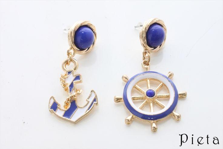 ホワイト・ブルーおしゃれイカリピアス(激安ピアス)   アクセサリー通販 Pieta(ピエタ)