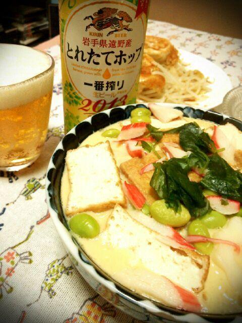主婦の永遠のテーマ、おでんリメイク。我が家の定番はおでんカレーだけど今日は小田巻き蒸し♪茶碗蒸しではない  優しいお味でお腹も満足(*´ω`*) てかいつのビール飲んでるんだ私は… - 192件のもぐもぐ - おでんリメイク小田巻き蒸し by tommysaku