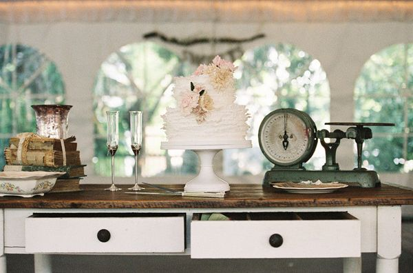 vintage cake table ideas