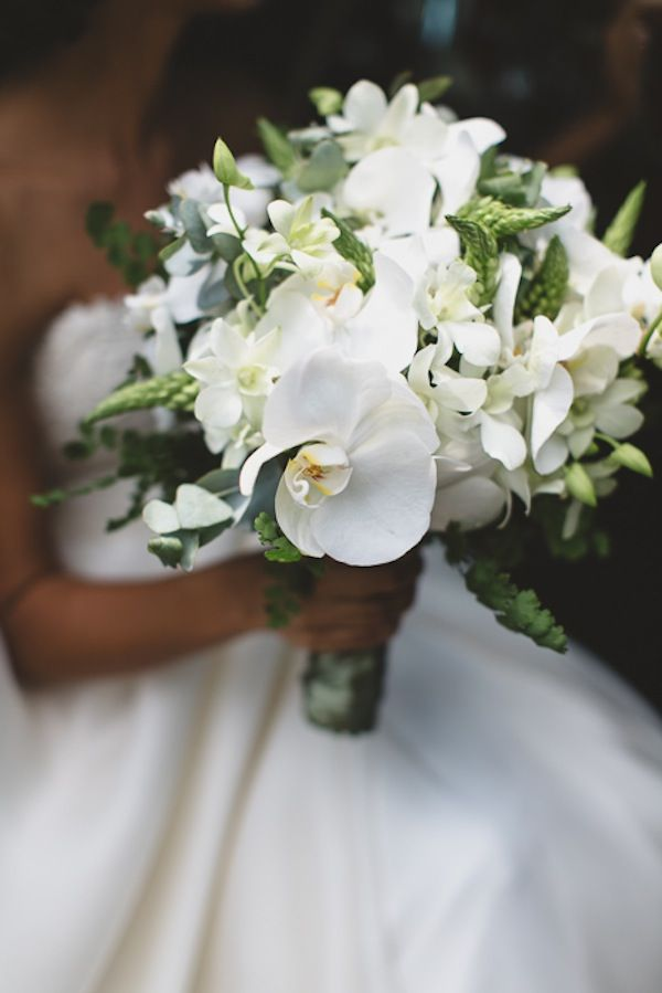 Bouquet de noiva branco com orquídeas. Foto: Tempo Digital