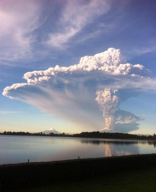 La historia del volcán #Calbuco: Hace 43 años que no hacía erupción http://lt.cl/LZbge