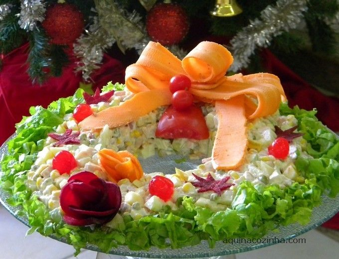 Salada Natalina 2 Salada Natalina em Forma de Guirlanda: