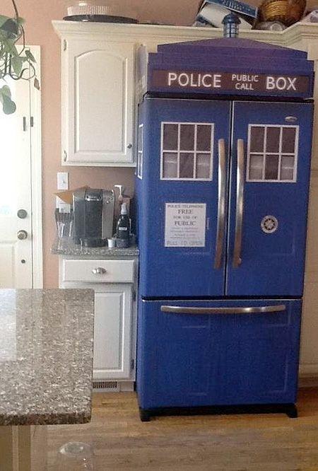 Oh if only I had a double door fridge! TARDIS fridge skin