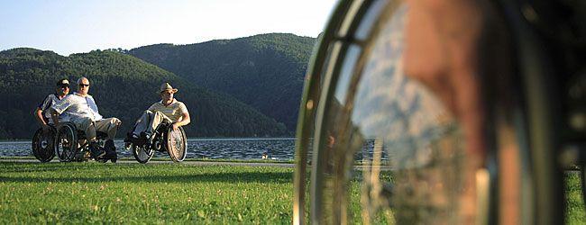 L'Autriche pour les personnes à mobilité réduite - Grâce à des offres adaptées, les personnes en situation de handicap profitent de vacances idéales. Diverses activités sportives et aventures en pleine nature sont accessibles. Des vacances pour tous Voyager sans barrières en Autriche © Steiermark Tourismus - http://www.austria.info/fr/infos-pratiques/l-autriche-pour-les-personnes-a-mobilite-reduite-1148717.html