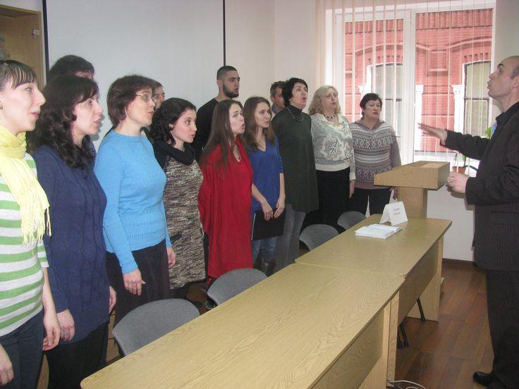 З пісенним привітанням з нагоди відкриття виставки виступив камерний хор імені  Олександра Петросяна НТУ «ХПІ» під керівництвом Фелікса Сокола