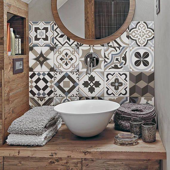 Le Carrelage Adhesif Carreaux De Ciment Un Relooking Facile Pas Cher Banyo Ic Dekorasyonu Yer Karolari Banyo Aynalari