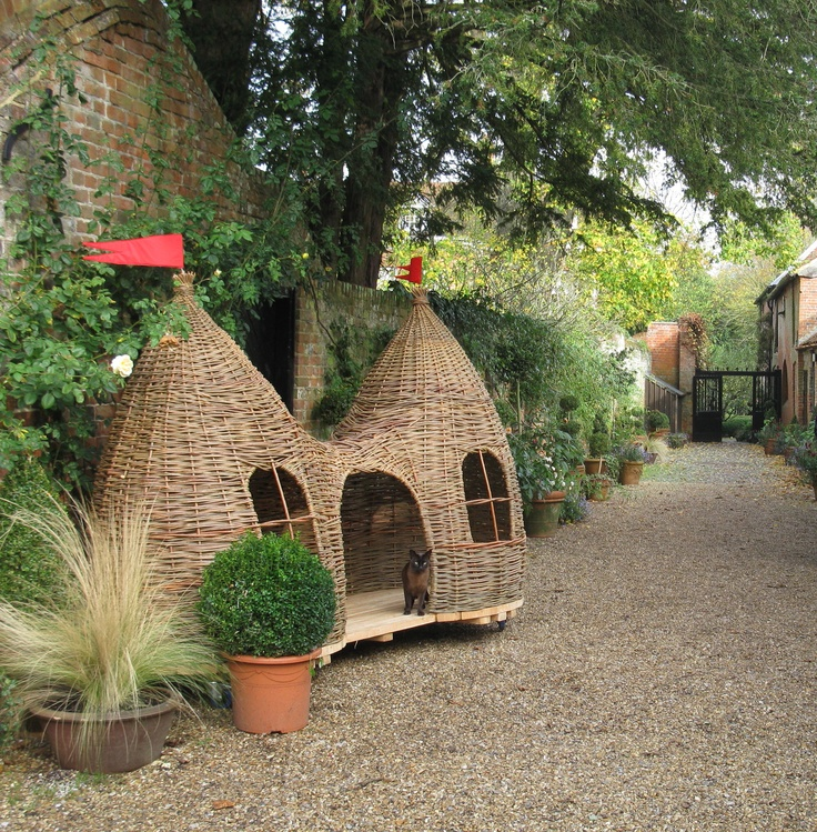 Judith Needham Willow Design - another view of a Dreaming Spires playhouse