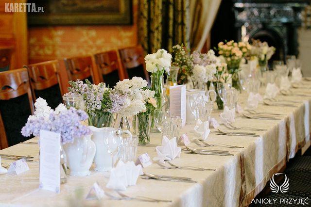 Lilac Wedding,Centerpieces,Spring flower,Table long | Wesele z bzem,Kompozycje kwiatowe,Wiosenne kwiaty,Długie stoły,Anioły Przyjęć