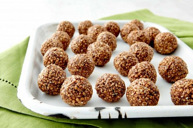 Keep up your energy levels with these chocolate peanut butter puffed quinoa balls.