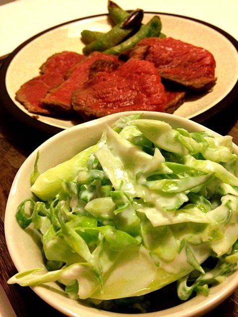 牛肉かたまりをもらったので、ローストビーフに(*´ェ`*)うまー - 5件のもぐもぐ - キャベツの塩ヨーグルトサラダ&ローストビーフ by onsyokdou