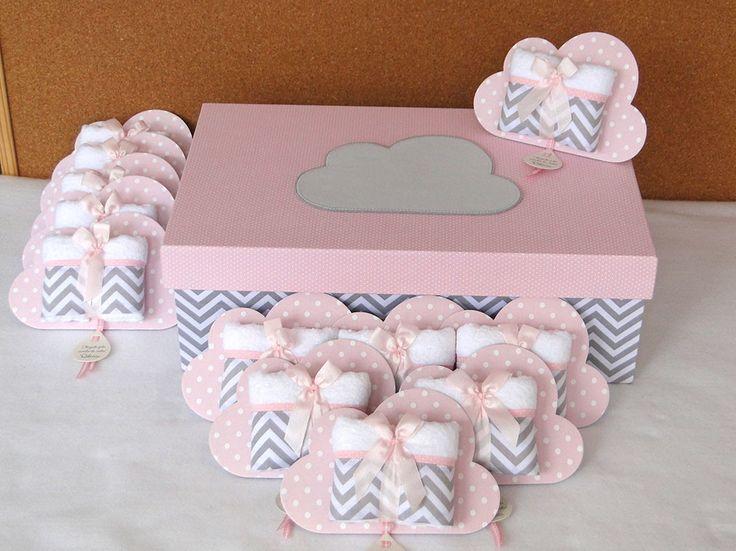 KIT MATERNIDADE NUVENZINHA    - Chevron cinza com poá rosa bebê -      Contendo:  - Caixa para Lembrancinhas coordenada (R$ 189,00)  - Lembrancinhas Toalhinha na placa Nuvem (R$ 13,30 cada)      Modelos à exemplo das fotos. Nome do bebê personalizado, assim como cores e estampas a combinar!    Pr...