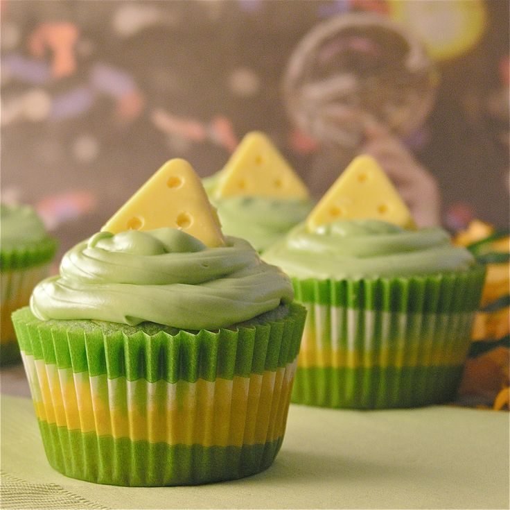 Green Bay Packer Cupcakes! Cheeseshead and all =]