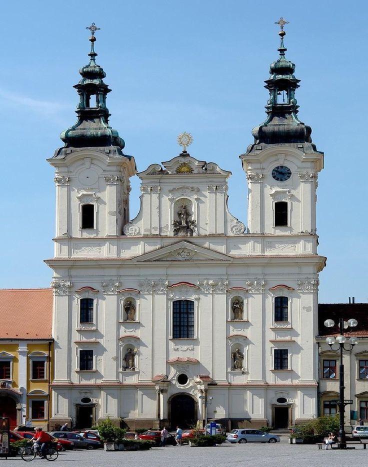 Uherské Hradiště - kostel na Masarykově náměstí