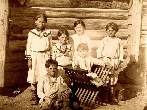 Группа детей. Чуваши. Фотоарахив РЭМ