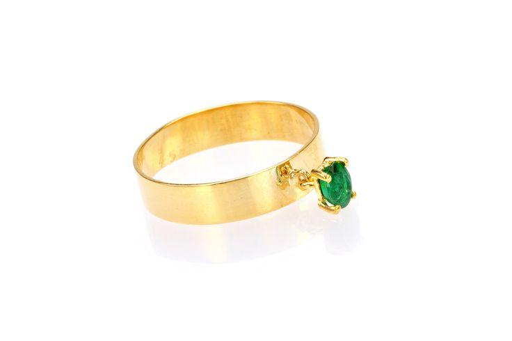 Composizione: anello in  oro 18 carati con smeraldo naturale