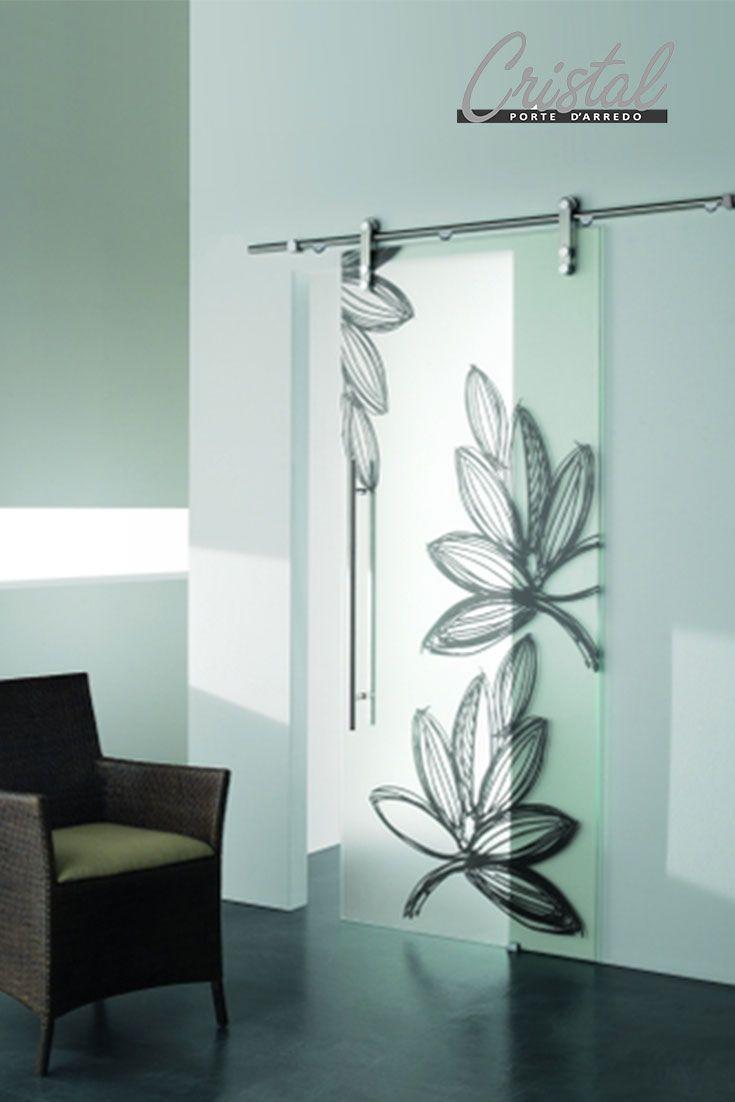 Per dare luce ai tuoi spazi interni: Ghibli Lido Grigio è la porta Cristal in vetro decorato con interventi grafici.