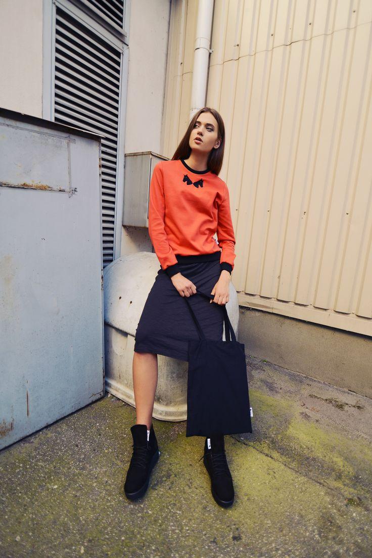 urban uniform #5 = black collar sweatshirt + original canvas bag + black head platform shoes