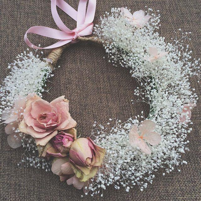My favourite ever  super delicate and everlasting #folkydokey #flowercrown #floralcrown #flowergirl #bridesmaid #newbornprops #newbornhalo #boho #bohemian #bohobride #bohowedding #wedding #weddinginspo #weddingflowers #flowers #roses #pink #driedflowers #driedflowercrown #beachwedding #newbornphotography #flowersofinstagram #vintagewedding #vintagestyle #vintage