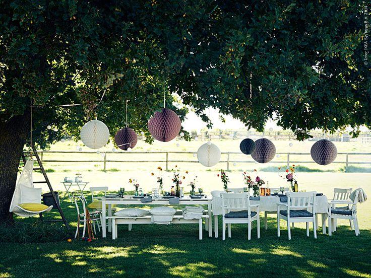 Nu är det bara några dagar kvar till maj. Vi ställer till med kalas i trädgården och gör plats för månaden då vi firar in försommaren som allra mest. Det är hög tid att planera för kommande dop-, student- och bröllopsfester!